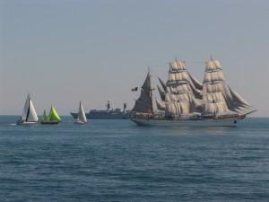 Nava-scoala Mircea la parada navala