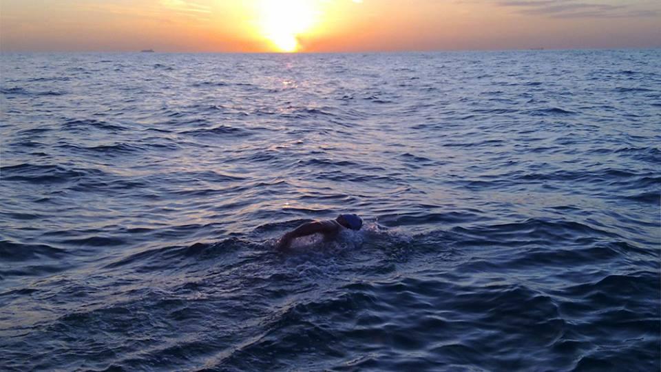 """PRIMUL ROMÂN care a trecut înot Canalul Mânecii. Andrei Roșu: """"După 40 de kilometri, braţul stâng nu a mai fost funcţional."""""""